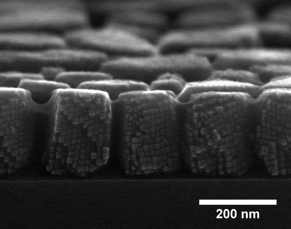 5 M Supercrystals Magnetik Dapat Ditampung di Kepala Peniti